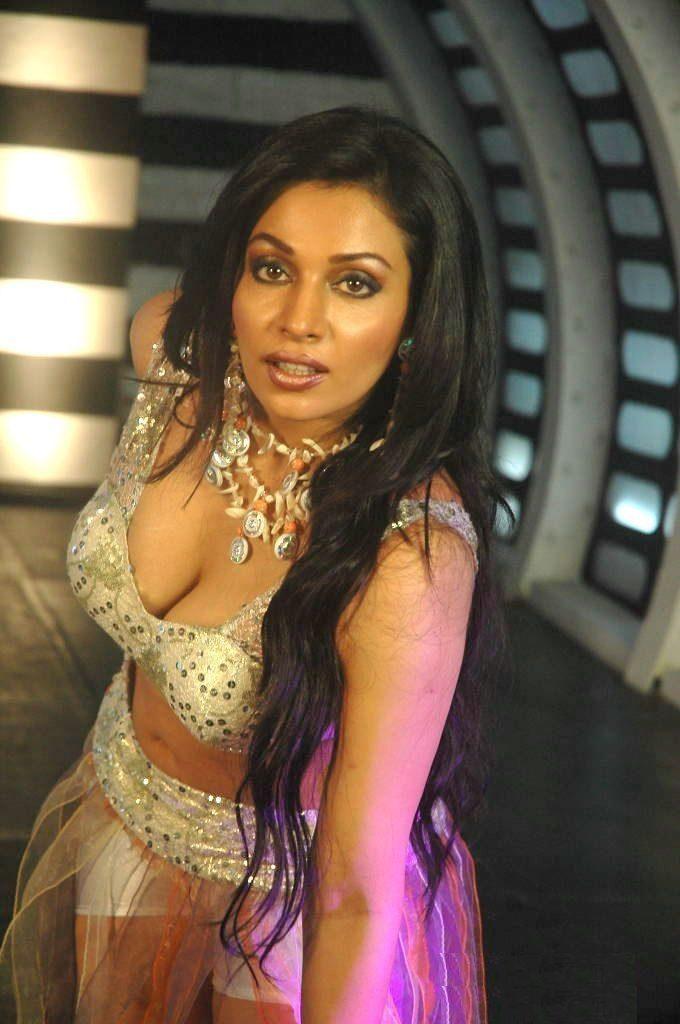 Asha Saini Navel Photos