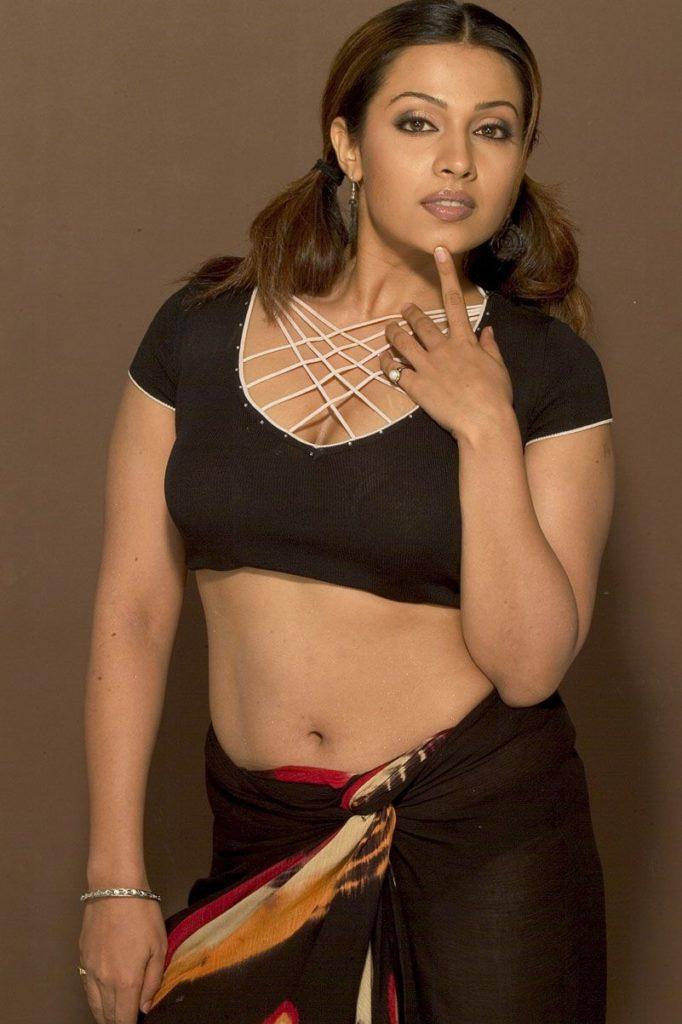 Asha Saini Sexy