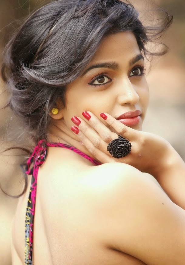 Dhansika In Backless Clothes