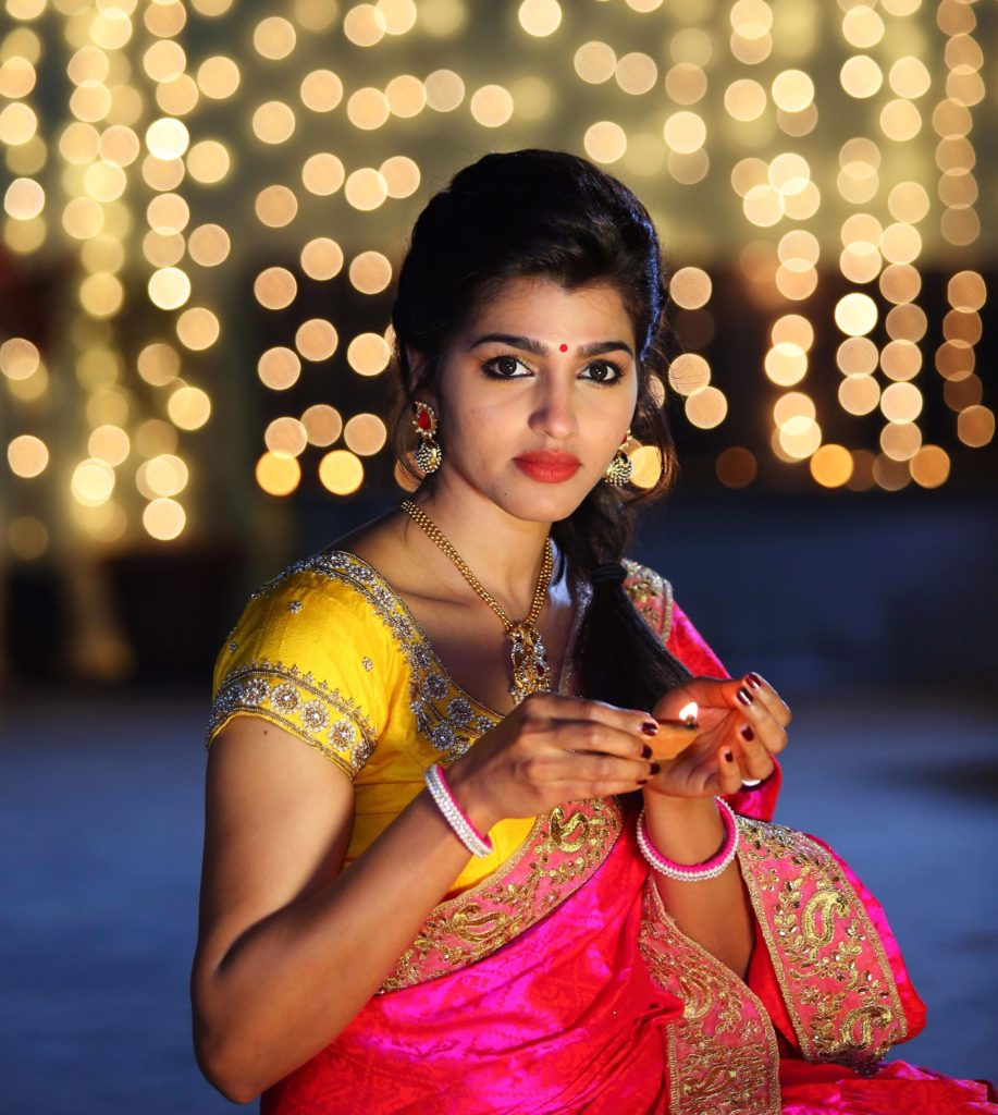 Dhansika In Saree Wallpapers