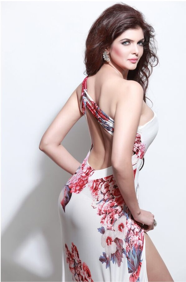 Ihana Dhillon In Backless Clothes Pics