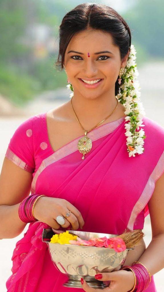 Isha Chawla In Pink Saree Photos