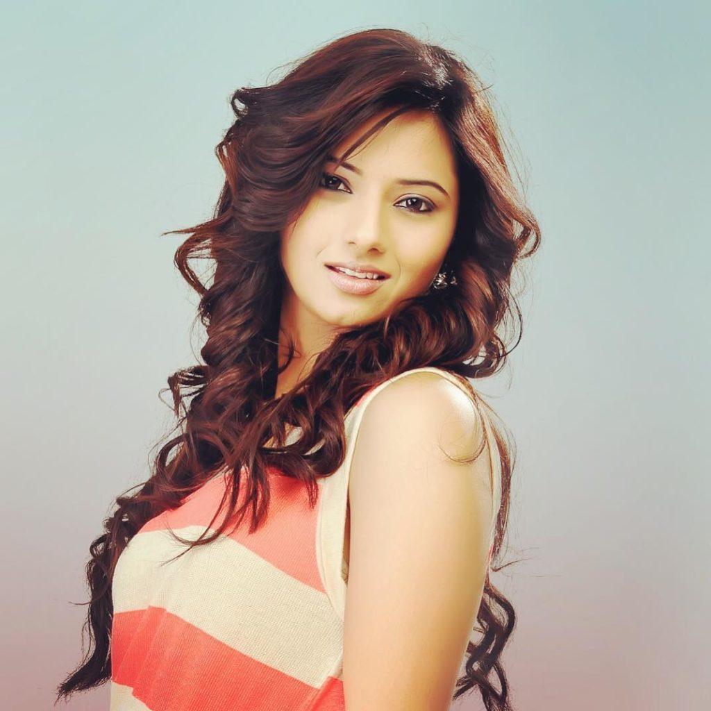 Isha Chawla Latest Hair Style Photos