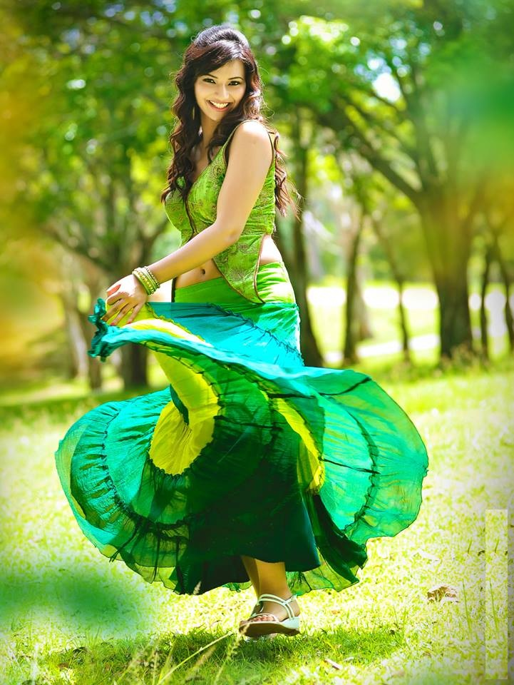 Isha Chawla New Images In Garden