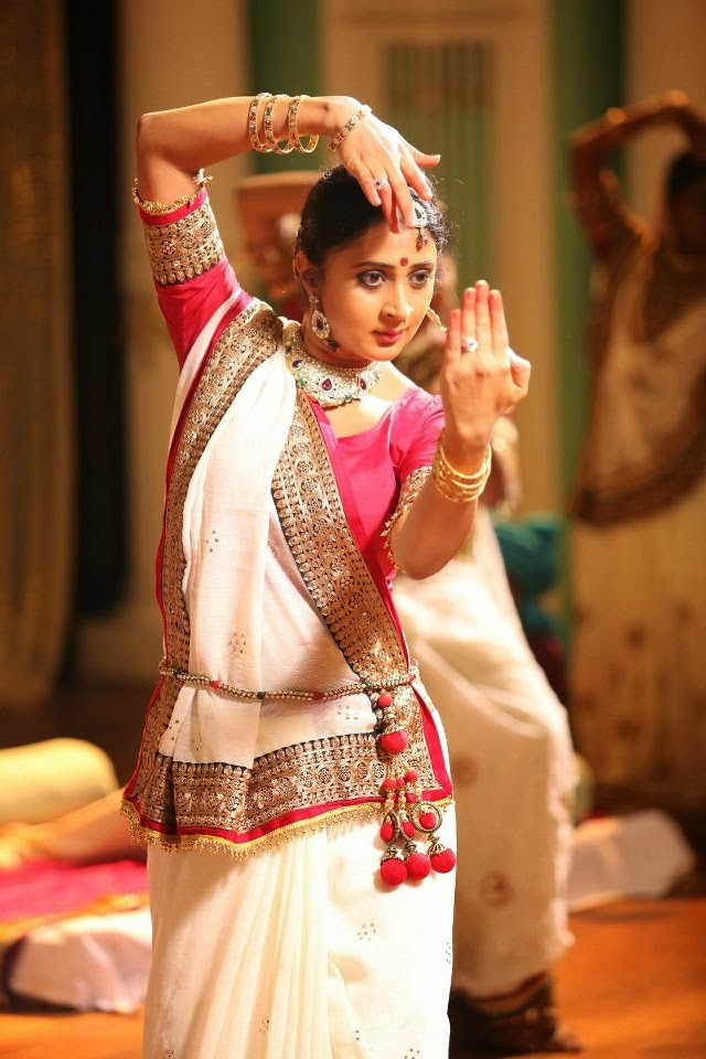 Kaniha Dancing Photos