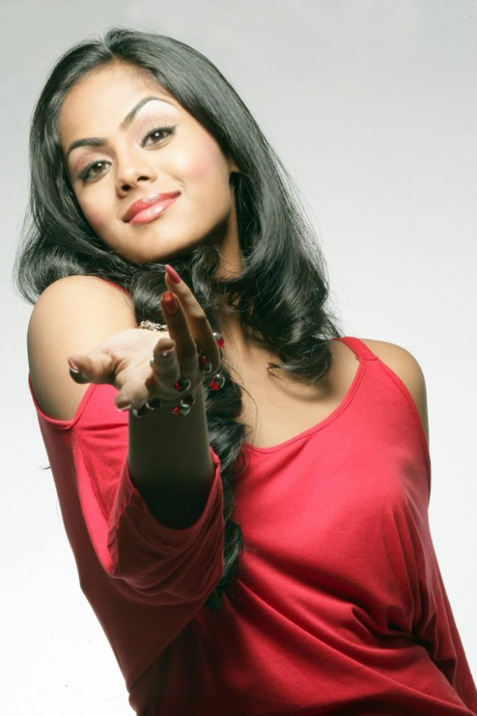 Karthika Nair Hot Pics Gallery