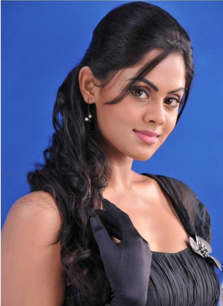 Karthika Nair Latest Hair Style Images