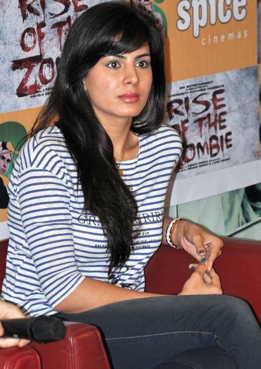 Kirti Kulhari In Jeans Top Photos