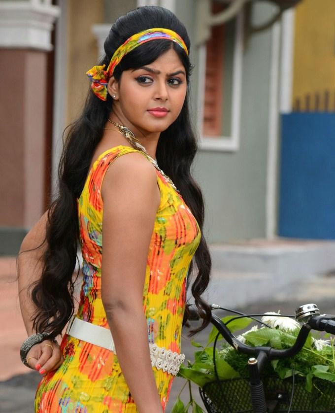 Monal Gajjar Backside Images