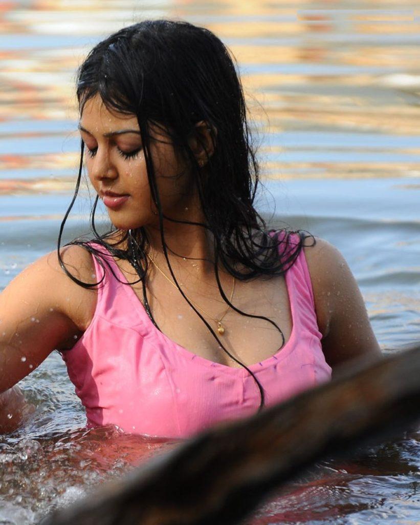 Monal Gajjar Bold Pics In Water