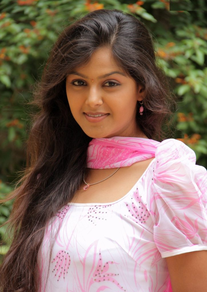 Monal Gajjar New Hair Style Pictures