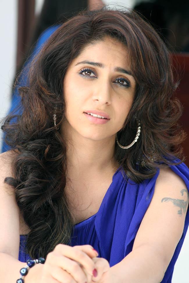 Neha Bhasin Sexy Eyes Pics