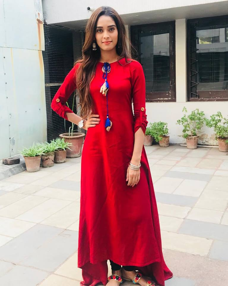 Neha Saxena HD Pictures In Red Clothes