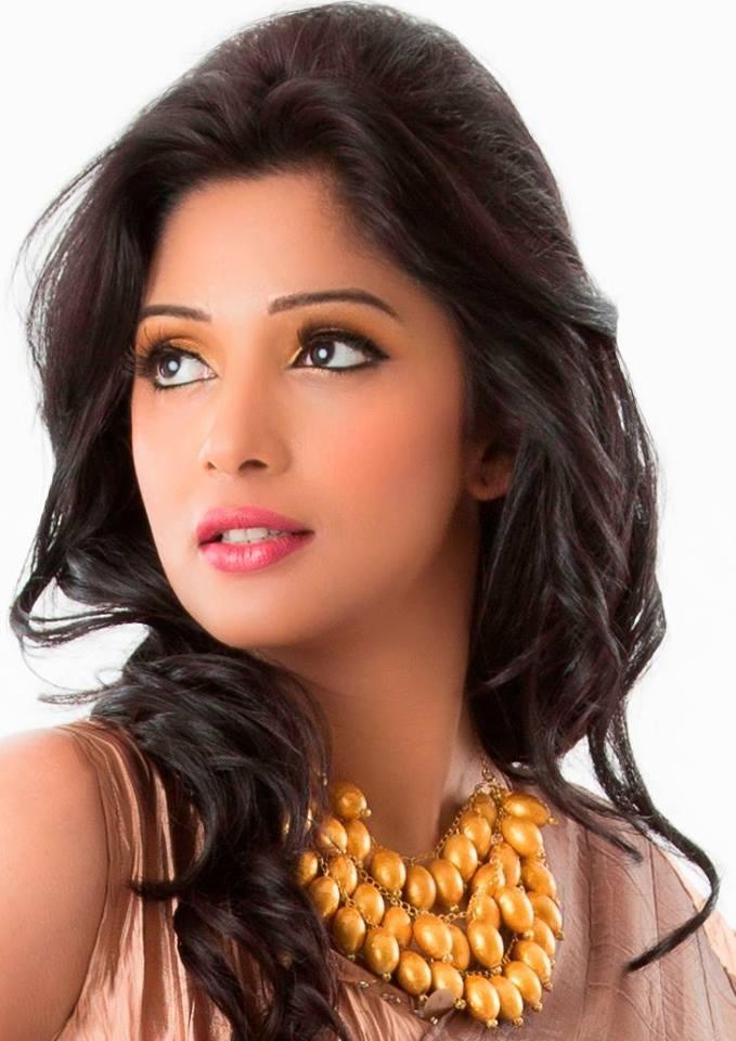 Nyla Usha New Hair Style Images