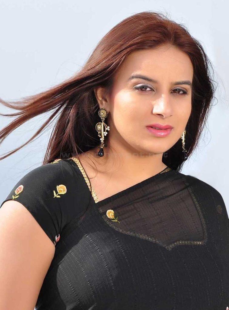 Pooja Gandhi Bold Wallpapers In Black Saree