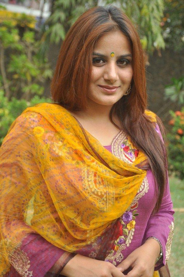 Pooja Gandhi Full HD Images