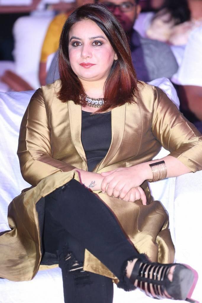 Pooja Gandhi HD Sexy Photos At Awards Show
