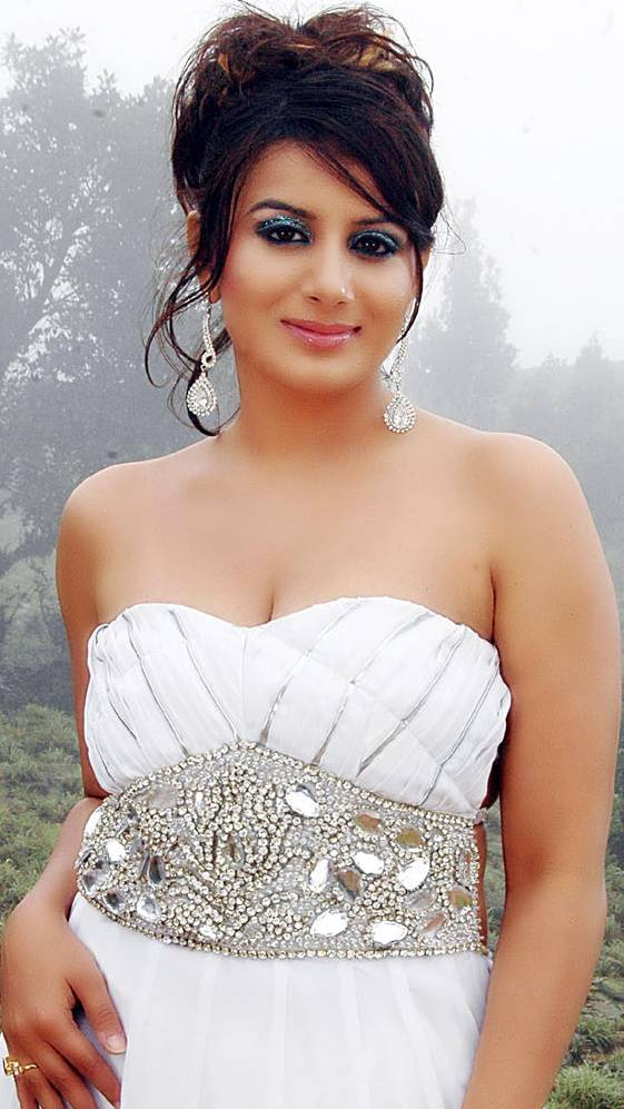 Pooja Gandhi New Hair Style Images