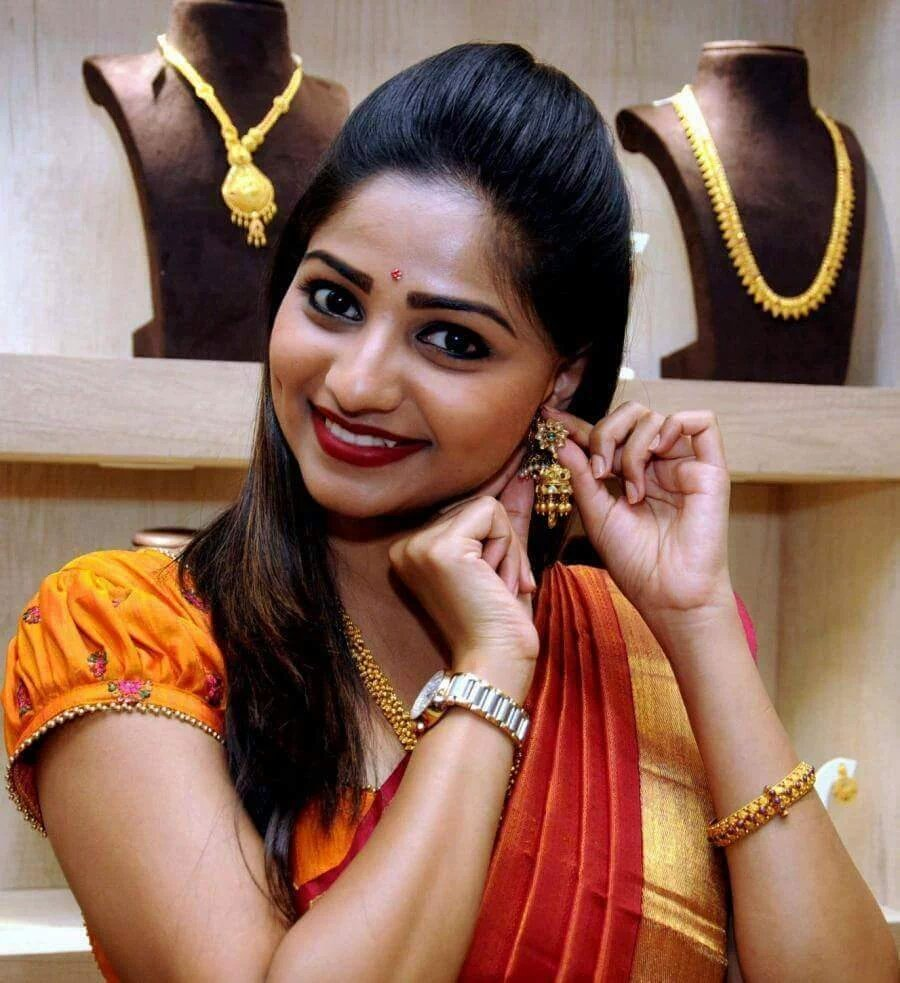 Rachita Ram In Saree HD Sexy Wallpapers