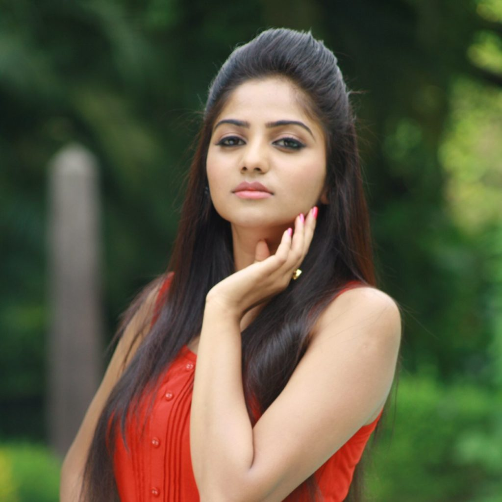 Rachita Ram Wallpapers In Garden
