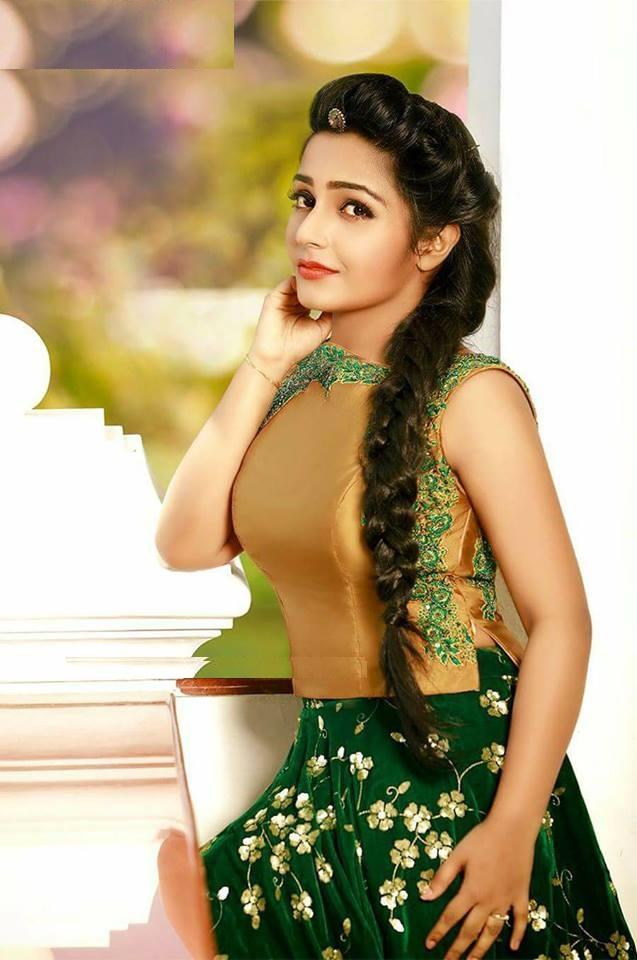 Rajisha Vijayan HD Sexy Pics