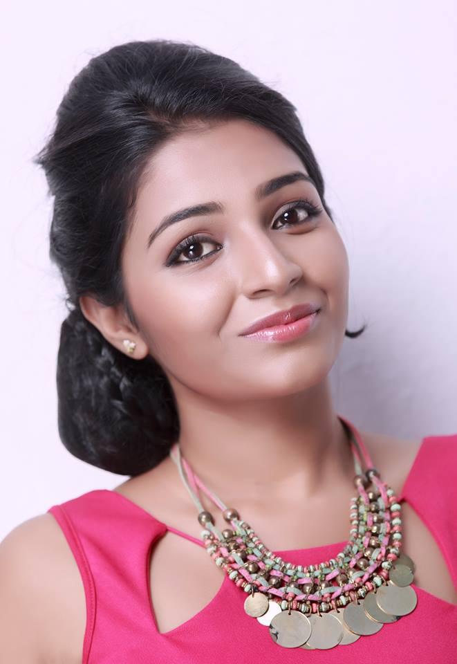 Rajisha Vijayan Sexy Eyes Pics
