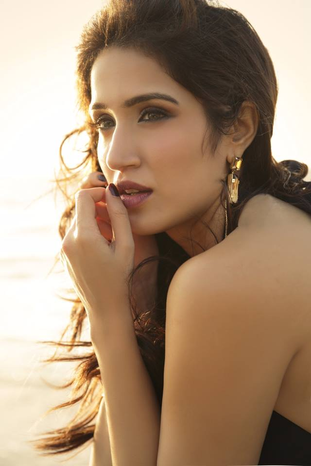 Sagarika Ghatge HD Sexy Pics In Backless Clothes