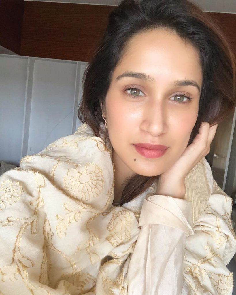 Sagarika Ghatge New Hair Style Photos