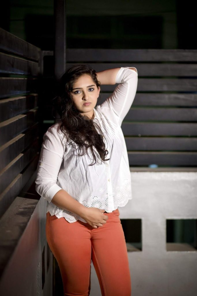 Sanusha In Jeans Top Bold Photos