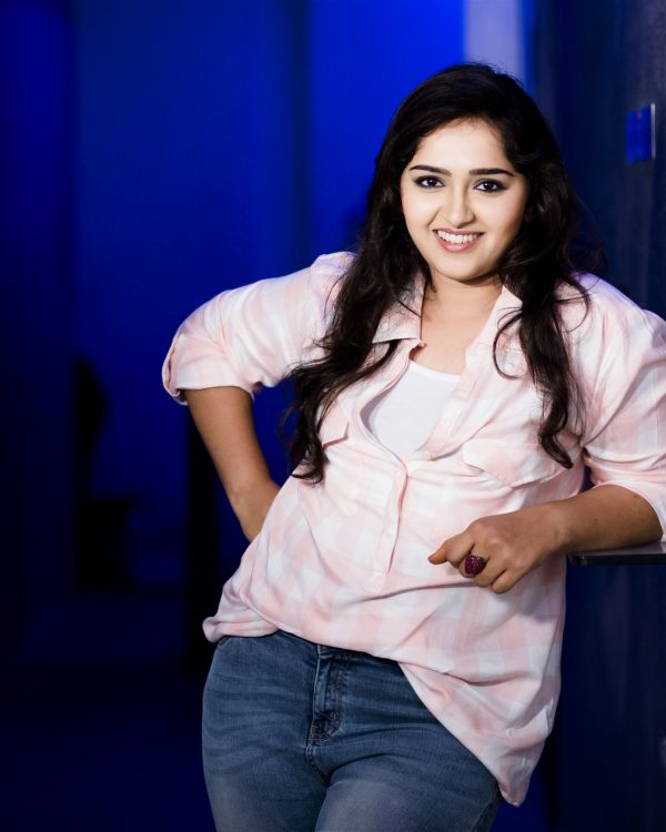 Sanusha In Jeans Top HD Sexy Pics