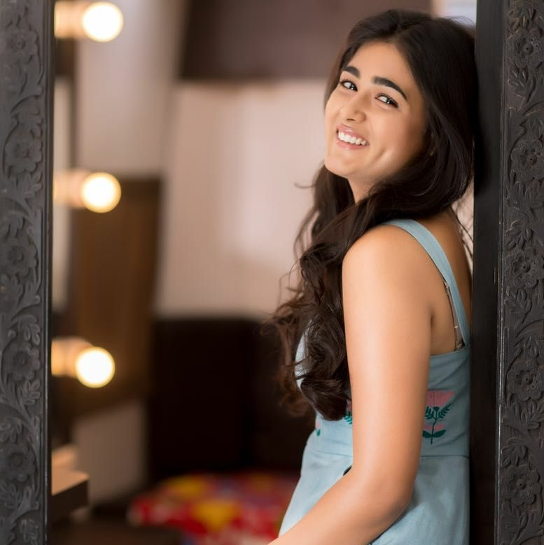 Shalini Pandey Hot In Offsholder Clothes Images
