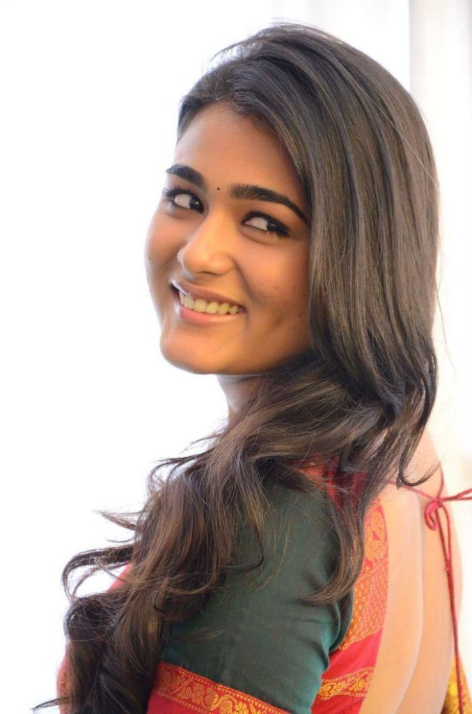 Shalini Pandey In Backless Clothes Photos
