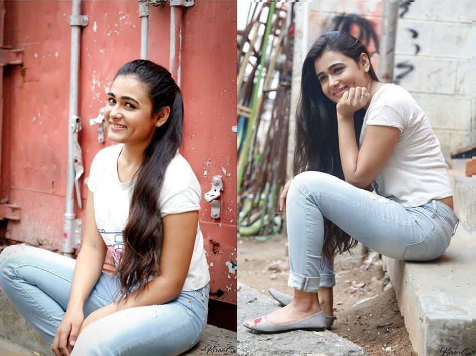 Shalini Pandey In Jeans Top Photos