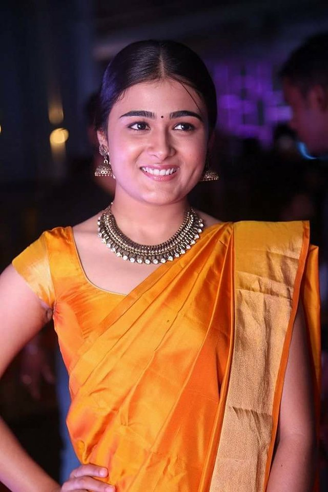 Shalini Pandey Latest Full HD Pics In Yellow Saree