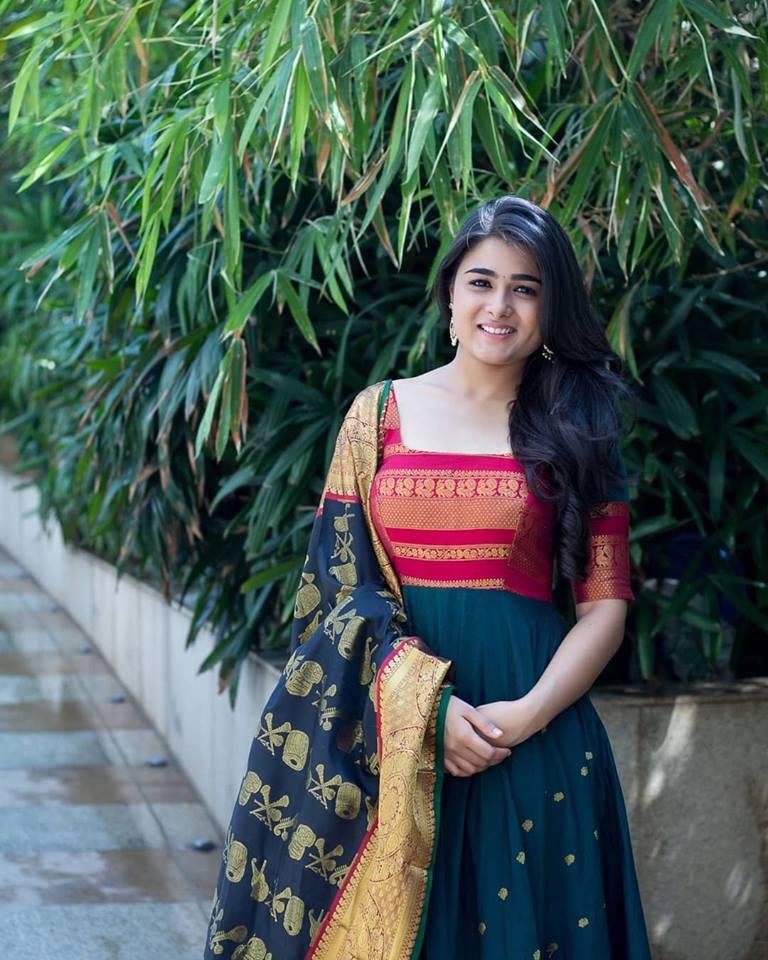 Shalini Pandey Sexy Pics In Salwar Kameez
