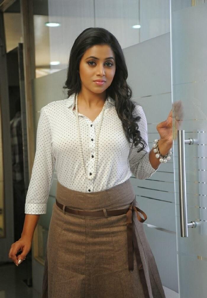 Shamna Kasim HD Sexy Pics