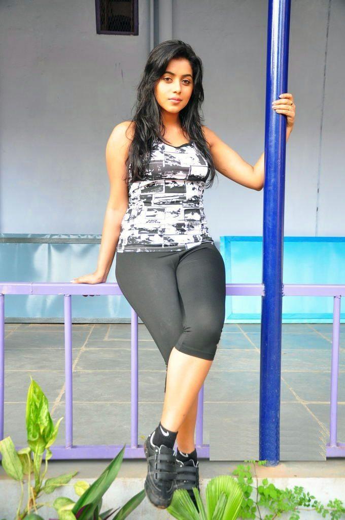 Shamna Kasim In Gym Clothes Pics