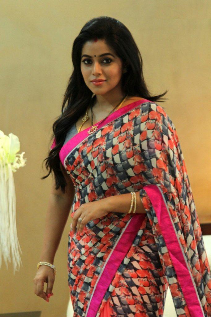 Shamna Kasim In Saree Bold Photos