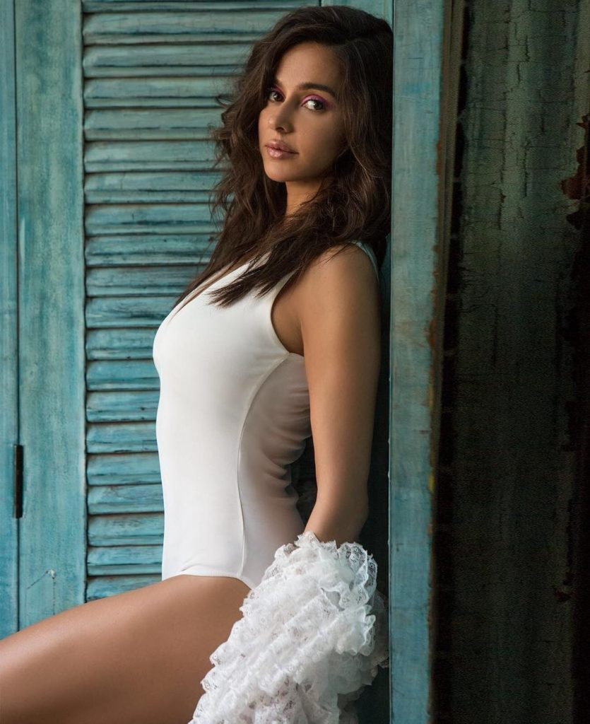 Shibani Dandekar Full HD Hot Images In Shorts
