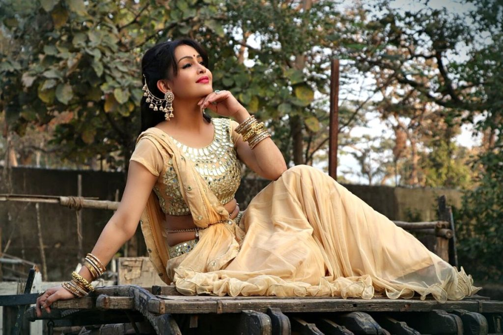 Shubhangi Atre Bold Photoshoot In Garden