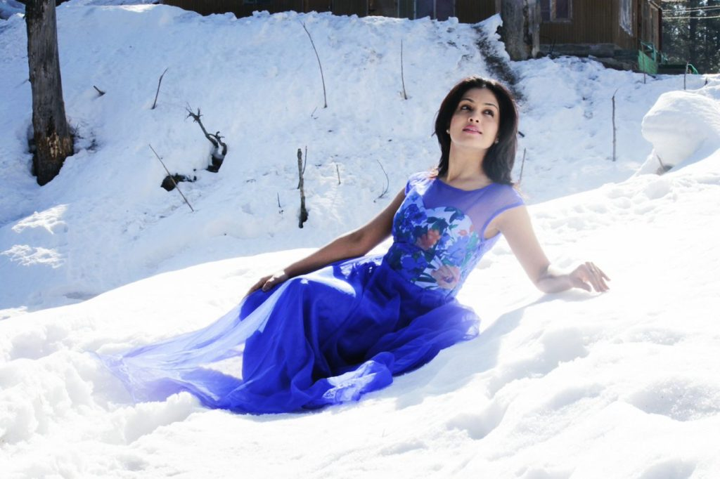 Shubhangi Atre Hot Images In Snow