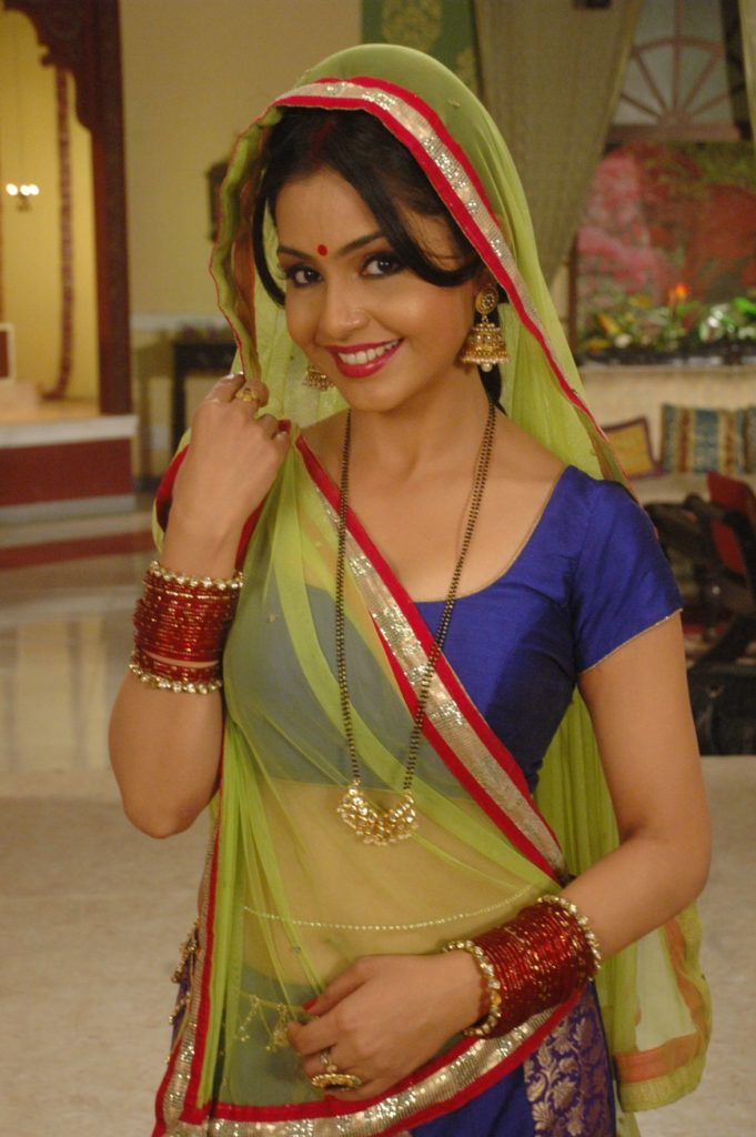 Shubhangi Atre Navel Pics In Saree