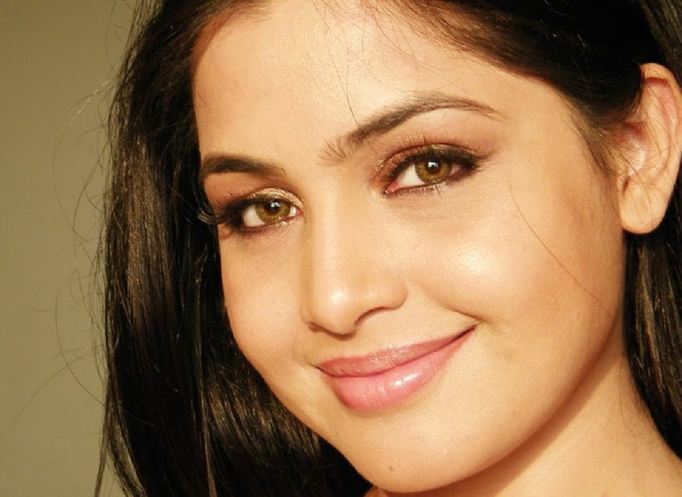 Shubhangi Atre Sexy Eyes Photos