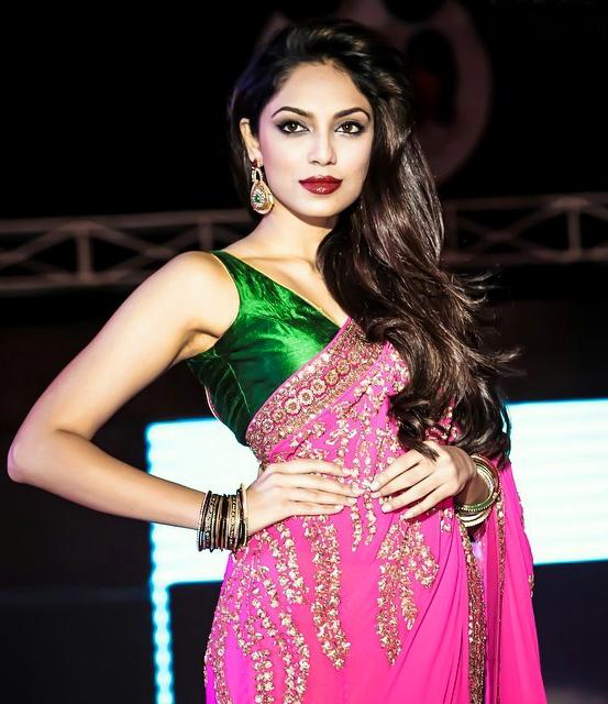 Sobhita Dhulipala Hot Bikini Topless Pics Navel Saree Photos
