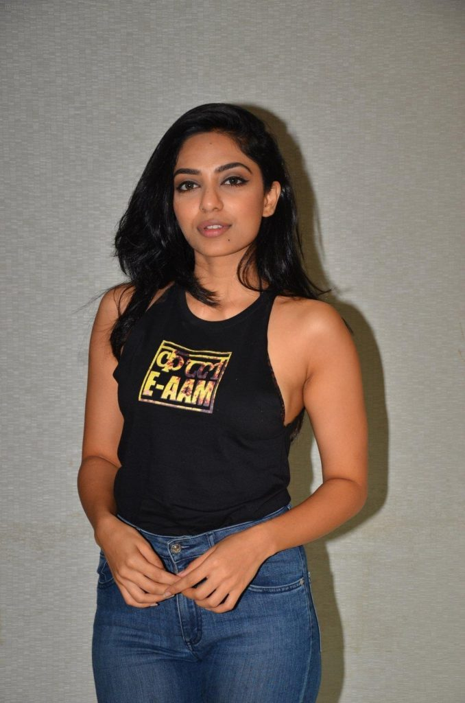 Sobhita Dhulipala In Jeans Top Wallpapers