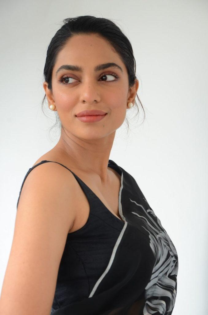 Sobhita Dhulipala In Saree Images Download