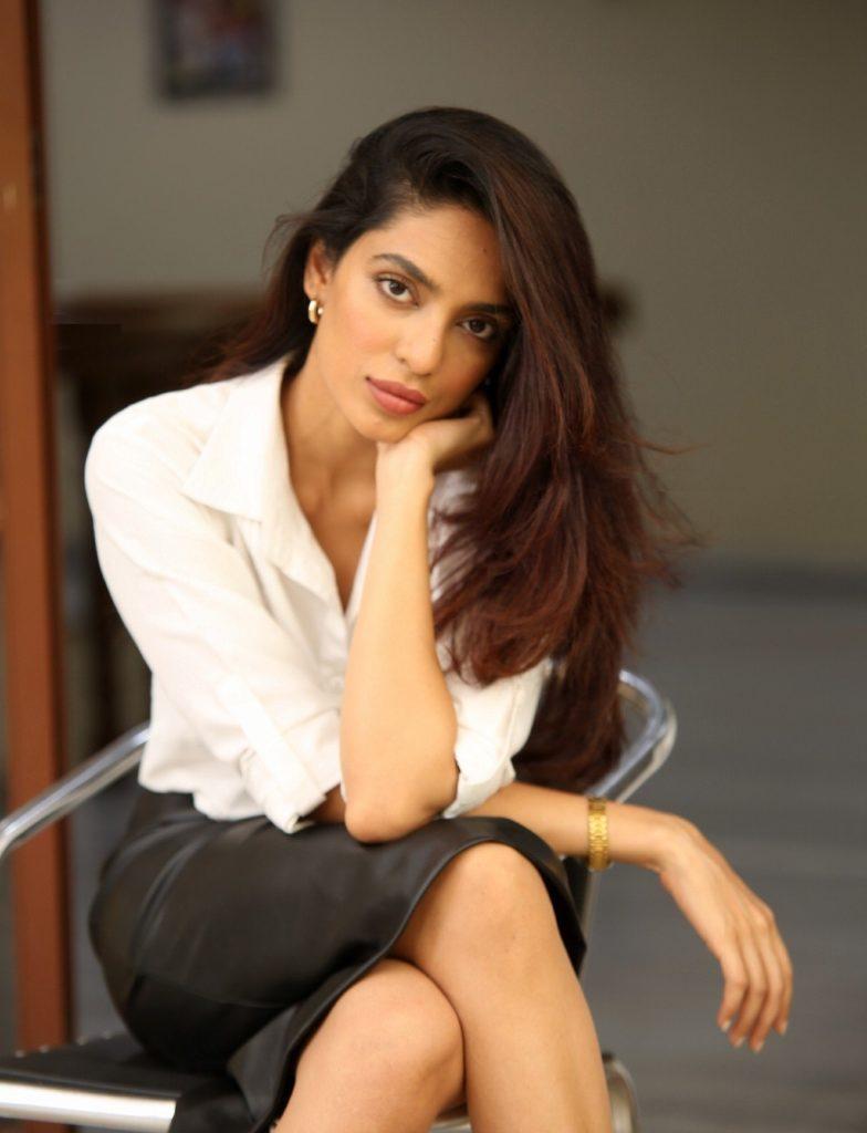Sobhita Dhulipala Sexy Legs Photos Download