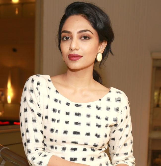 Sobhita Dhulipala Sexy Pics