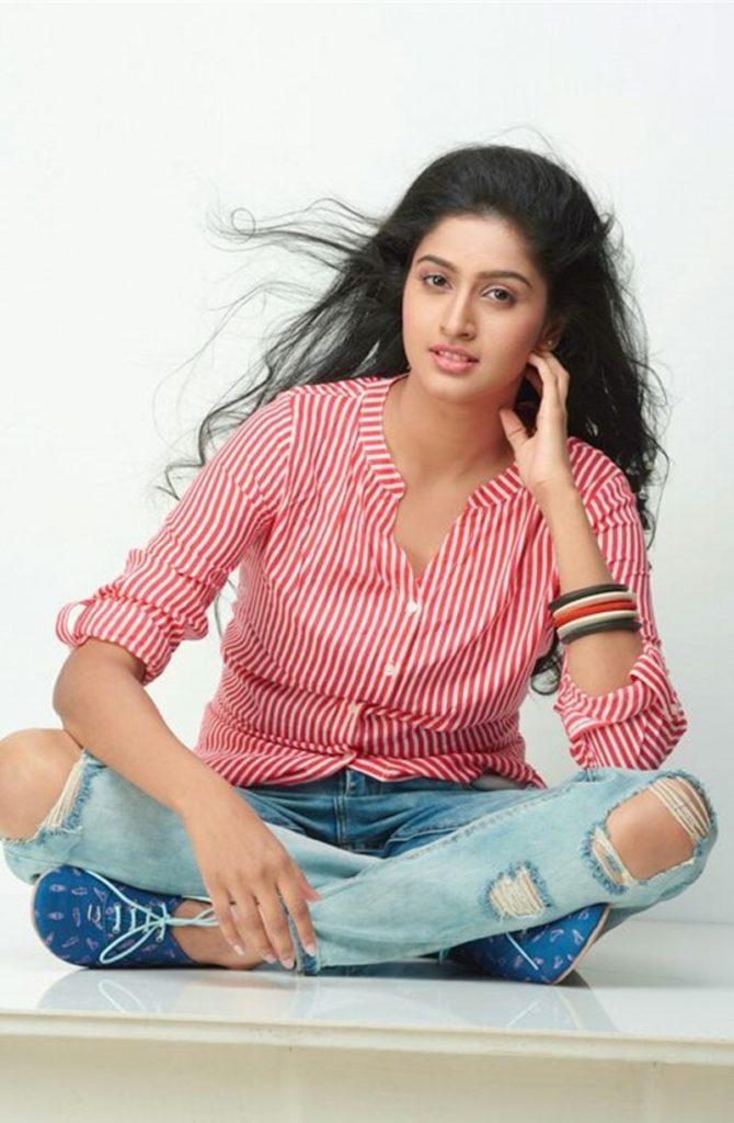 Tanya Ravichandran In Jeans Top Photos