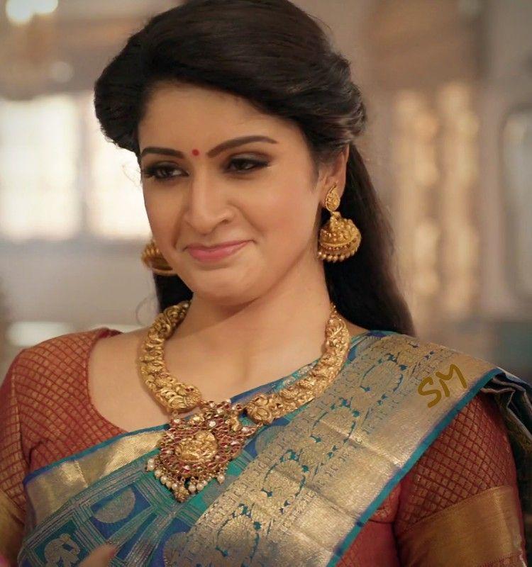 Tanya Ravichandran In Saree Full HD Images
